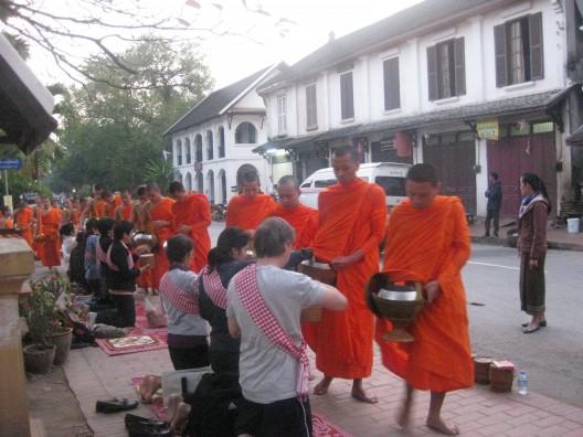 luang prabang karmienie mnichów 029