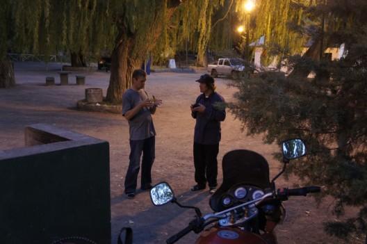 nocne motocyklistów rozmowy...