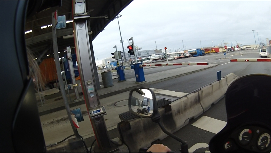 Kontrola bezpieczeństwa przed wjazdem do portu