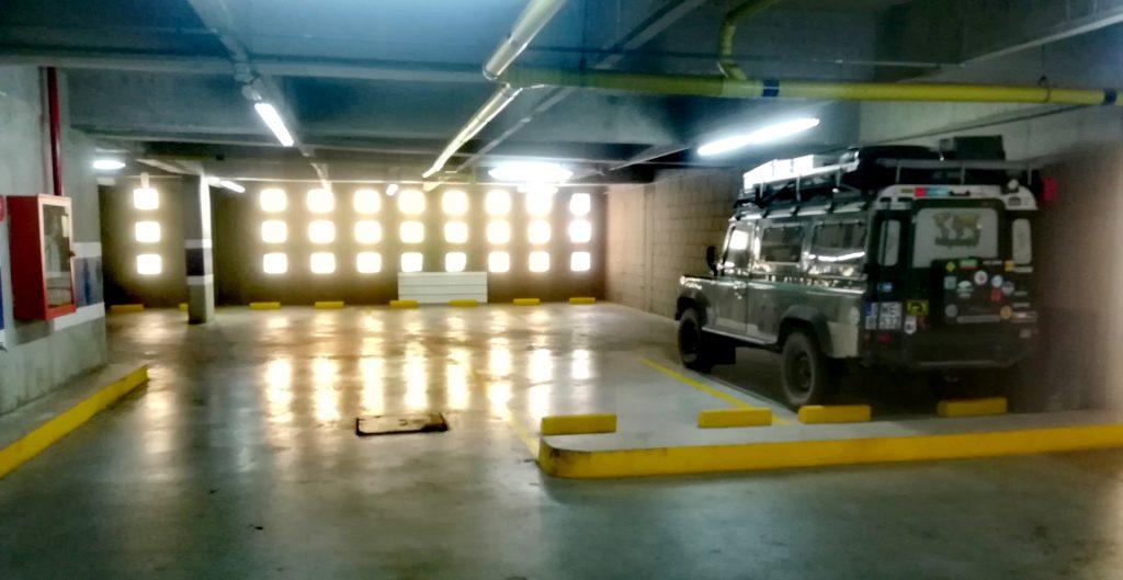 Defender w garażu